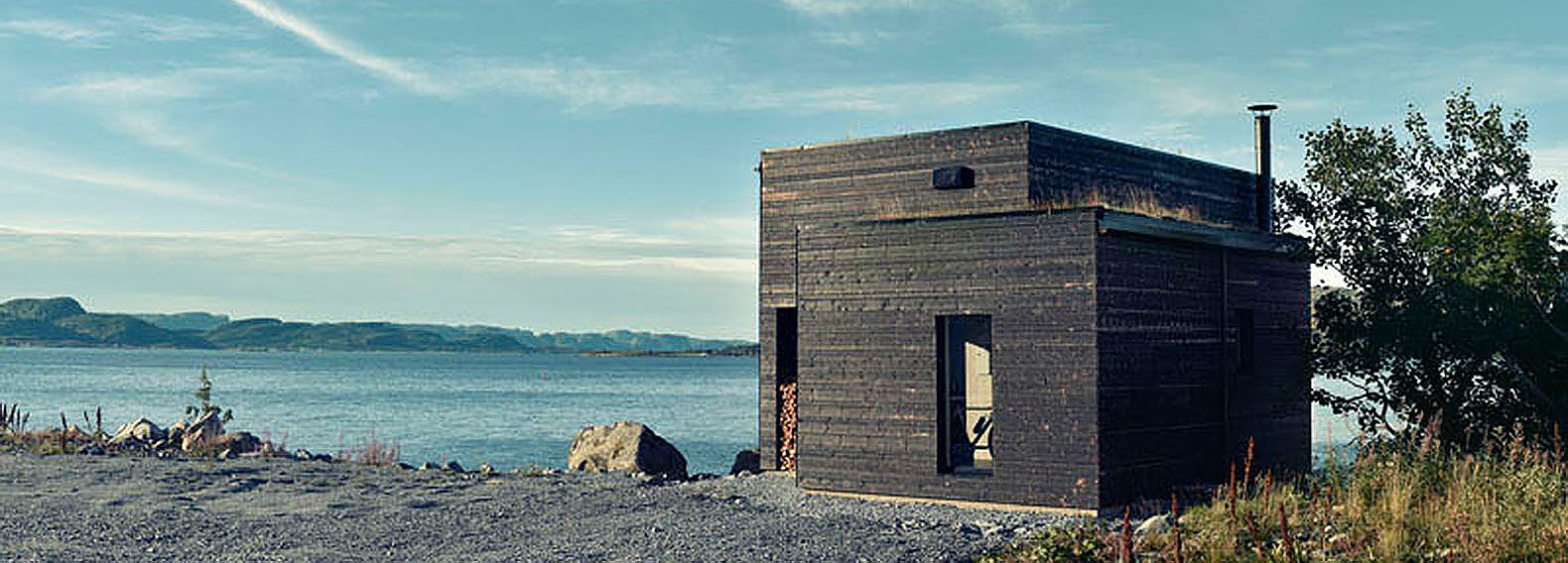 Timber clad waterfront house in norway epitomizes modern for Modern scandinavian house plans