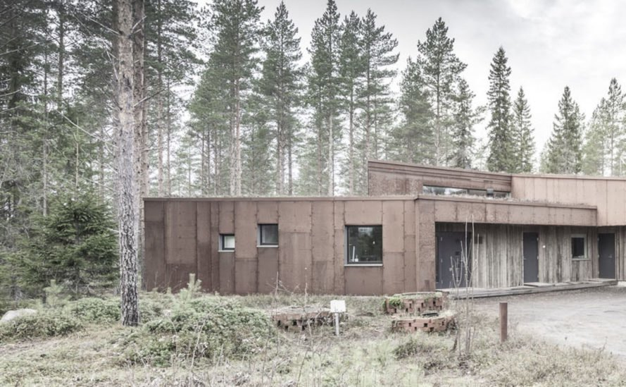 Residence in Muhos by Alt Arkkitehdit, green roofed Finnish house, Residence in Muhos, green roof Corten steel architecture, Corten steel-clad architecture, houses that blend into the surroundings,