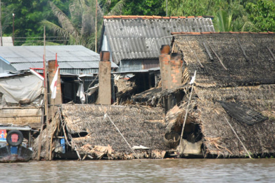 Severe flooding in Vietnam leaves at least 21 people dead ...