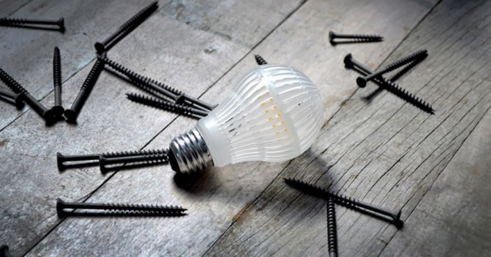World S First Unbreakable Led Light Bulb Can Be Dropped