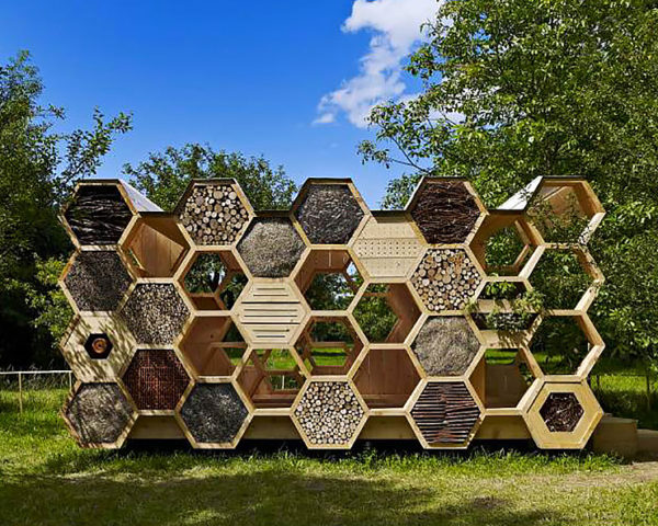 K-abeilles Hotel for Bees by AtelierD, AtelierD, K-abeilles Hotel for Bees, Muttersholtz Archi Festival, pavilion, honeycomb, natural materials, hexagon, hexagonal components, bee, bees, bee hotel, bee hotels, bee populations, bee population decline, bee hive, bee hives, bee home, bee homes