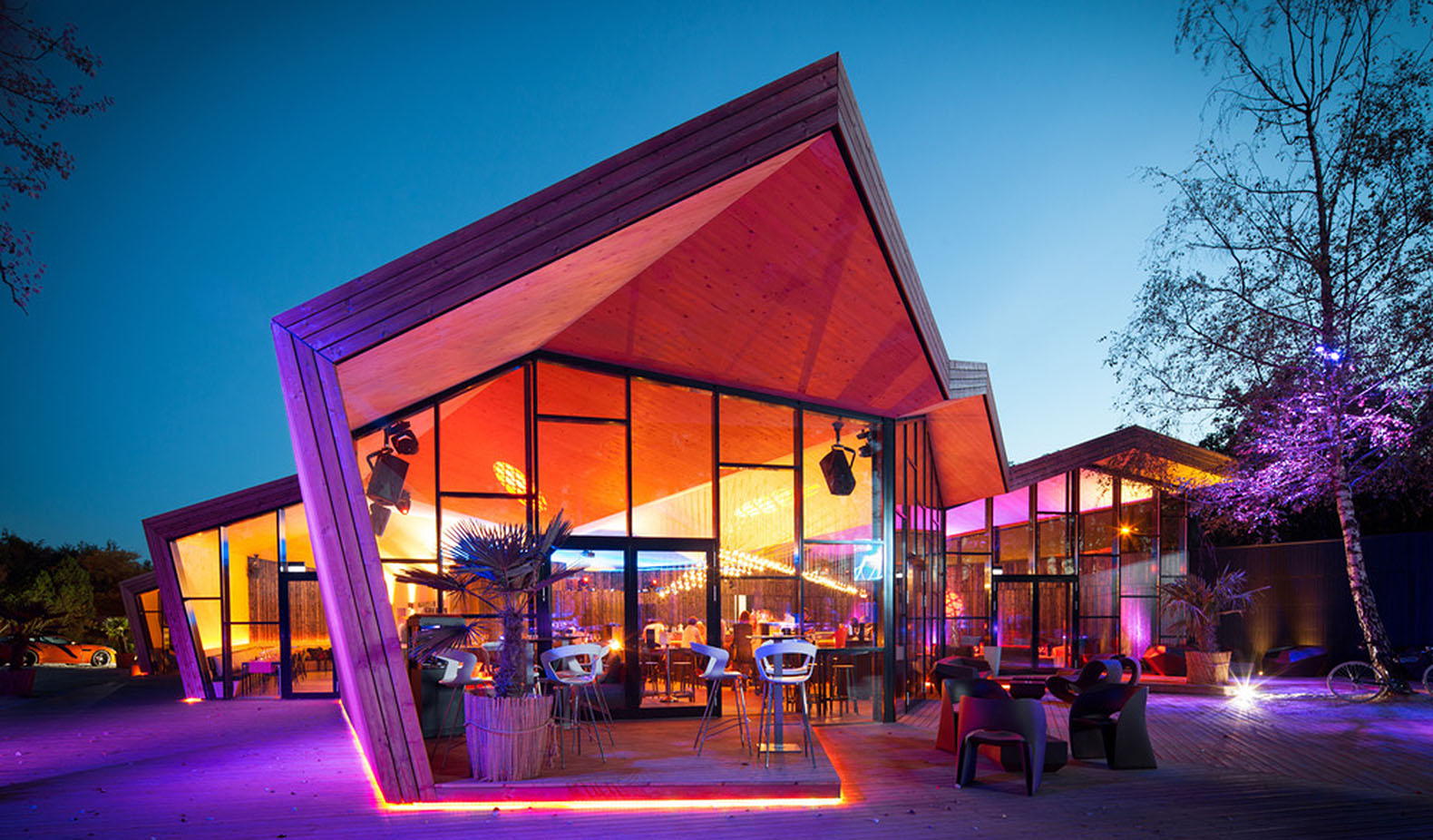 Luxembourg bar renovation mimics Japanese origami for a low footprint