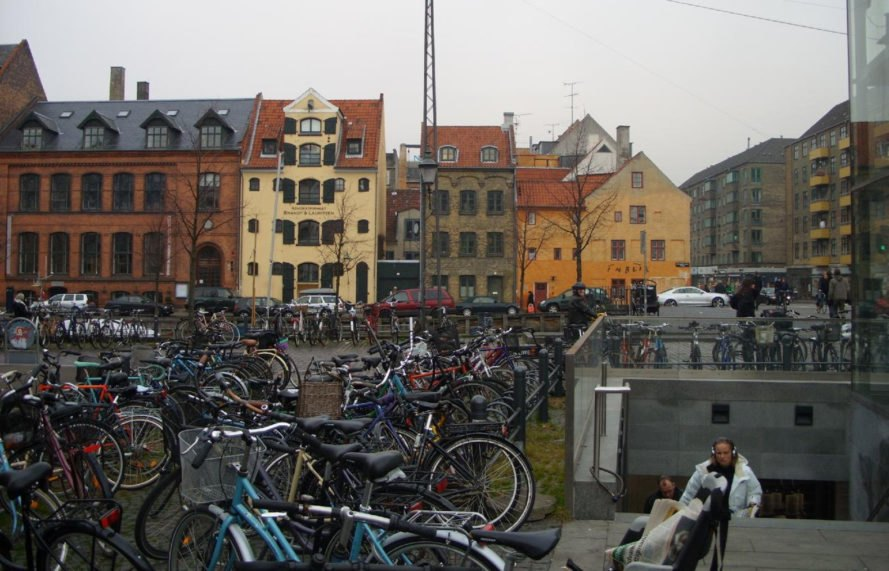 denmark, copenhagen, bicycles, cycling, urban cycling, city bikes, commuting on bike, bike commute, two-wheeled transportation, emissions free transportation, bicycle infrastructure, bike bridge, pedestrian bridges