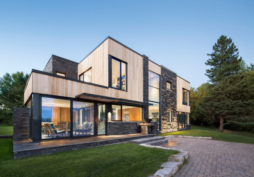 Hemmingford House by SIMARD Architecture, contemporary cottage near Montreal, fieldstone foundations, cedar and slate house, cedar and slate facade