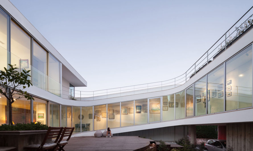 House in Estoril, António Costa Lima, courtyard, Portugal, full-height glazing, green architecture, natural light, ramps and walkways