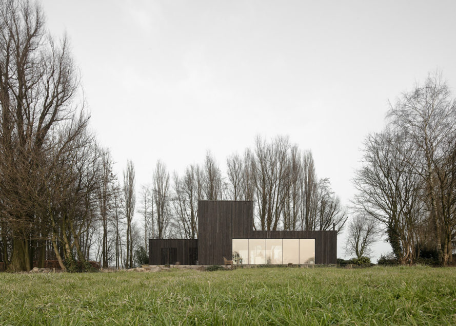 Huize Looveld by Studio Puisto Architects and Bas van Bolderen Architectuur, contemporary house in Duiven, Duiven architecture, prefabricated energy efficient architecture, CNC milled timber house, black-stained larch architecture,