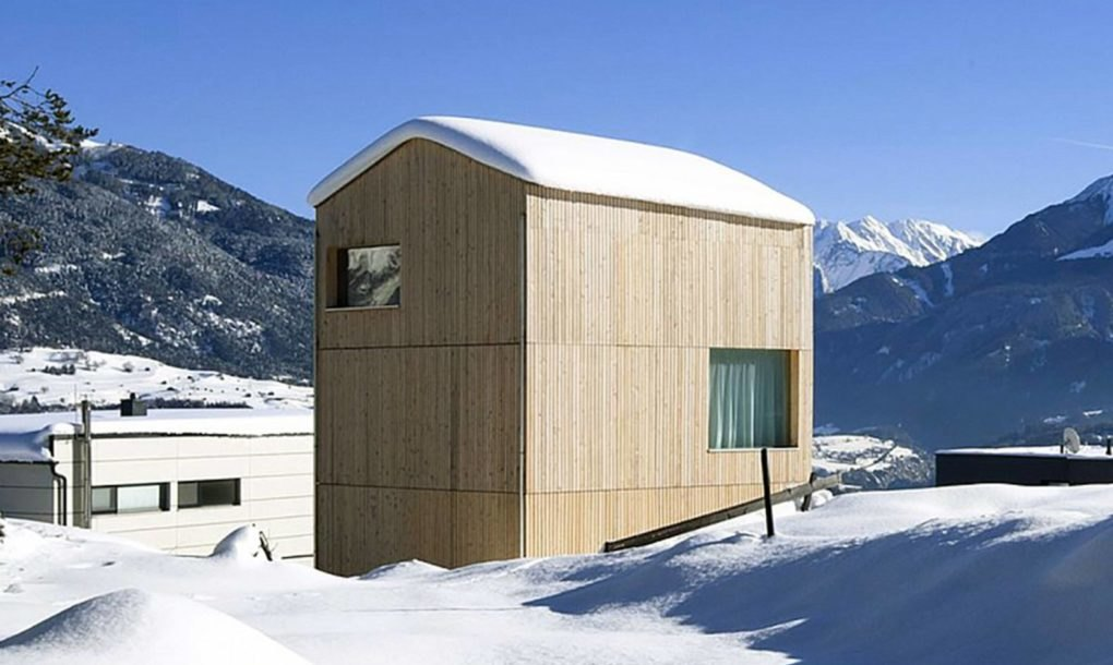 Energy efficient minimalist cabin blends into an alpine for Energy efficient cabin
