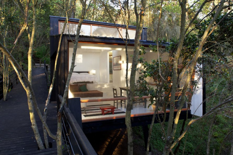 Casa Quebrada by UNarquitectura, tiny house in Curacaví, treehouse in Curacaví, house on stilts in Curacaví, Casa Quebrada in Curacaví, pine wood clad tiny house, elevated tiny house on stilts