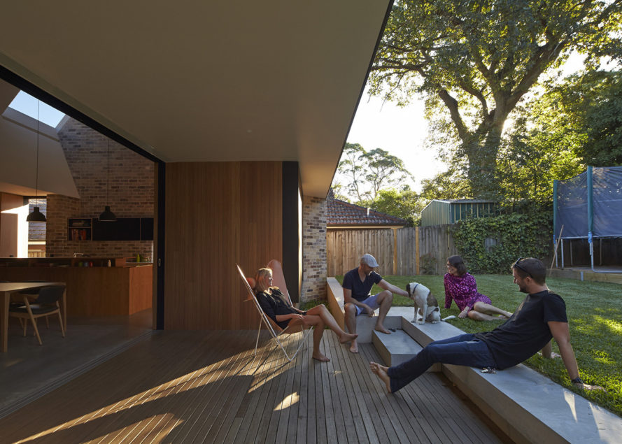 Skylight House by Andrew Burges Architects, Skylight House in Sydney, recycled brick house, bungalow renovation in Sydney, energy efficient bungalow,
