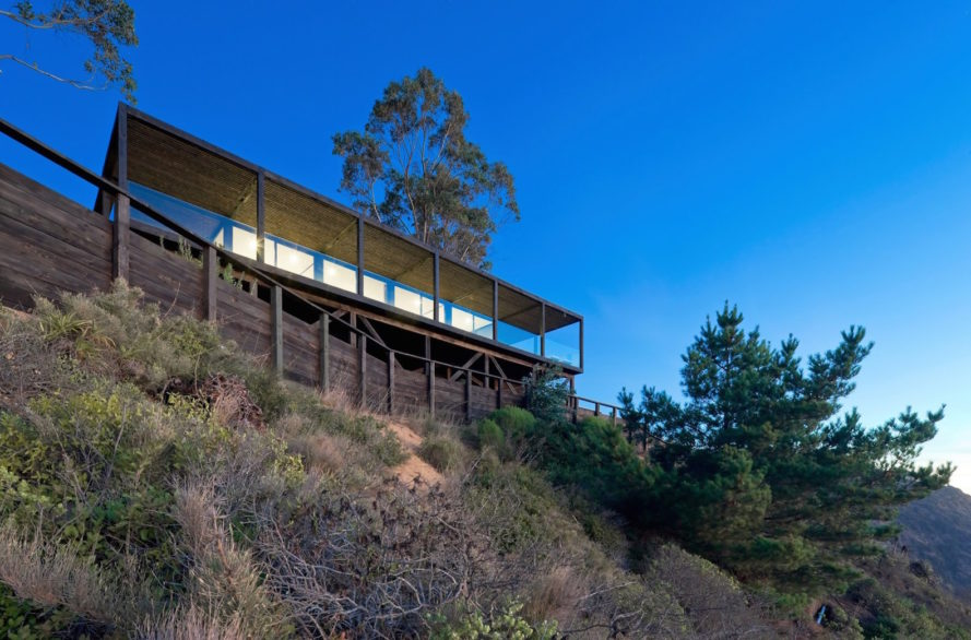 Till House by WMR Arquitectos, Casa Till by WMR Arquitectos, cliffside home, timber cliffside house, house on Chilean coast, Chilean coast cabin