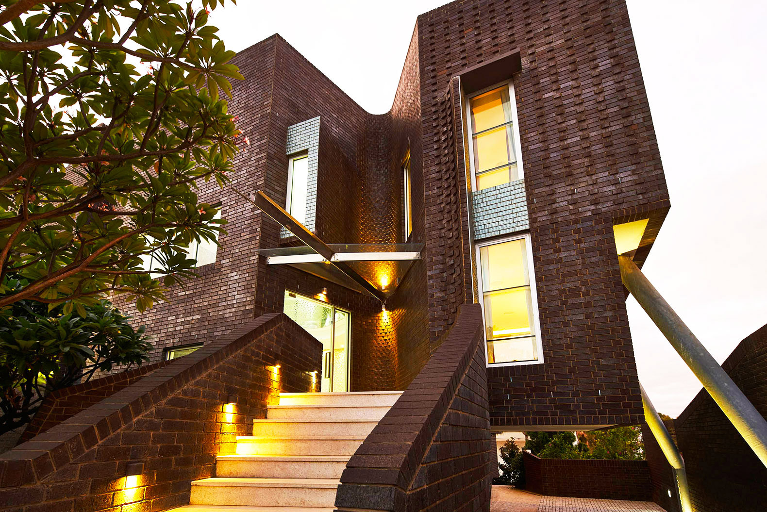Three storey chimneys funnel geothermal energy into award for Geothermal house plans
