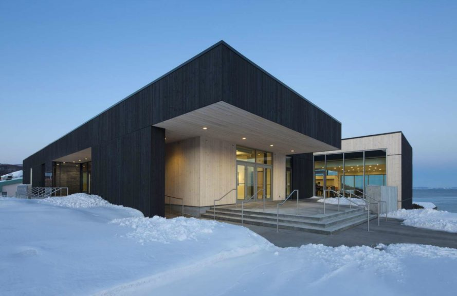 Biblothèque Laure-Conan, Laure Conan Library, Hôtel de Ville de La Malbaie, Laure Conan Library, library design, St. Lawrence River hotel, canada architecture, sustainable architecture, green building materials, green design, locally-sourced building materials, wood siding, urban design