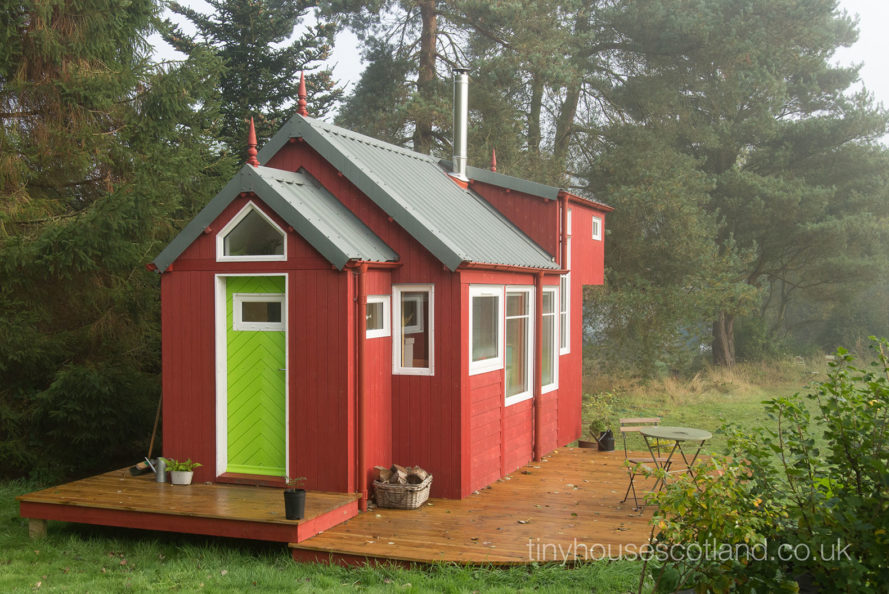 Charming off-grid Scandinavian-inspired tiny home is passive and