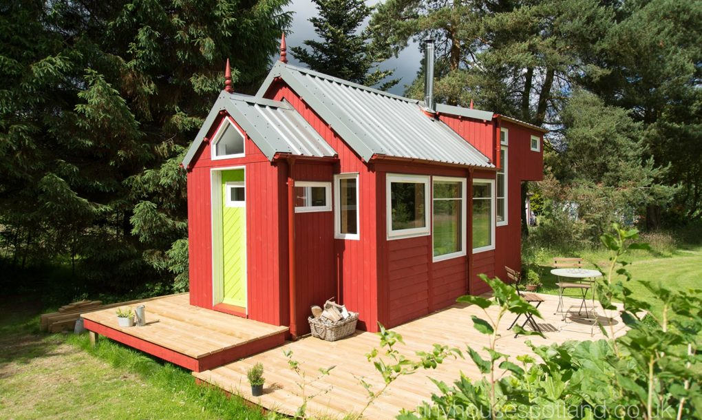 Charming off-grid Scandinavian-inspired tiny home is ...