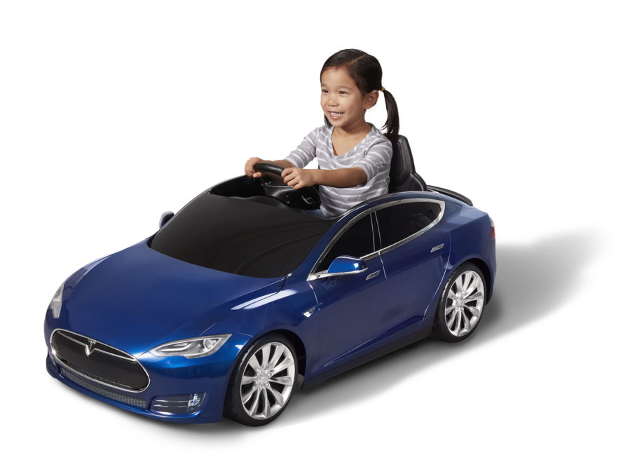 Radio Flyer, Tesla, Radio Flyer Tesla Model S, Radio Flyer Tesla, Radio Flyer Model S, electric car, electric cars, toy, toys, toy car, toy cars, toy electric car, toy electric cars, kid, kids, children