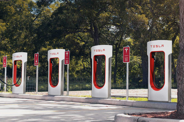 tesla, tesla supercharger, tesla battery, elon musk, supercharger v3, next-gen supercharger, supercharger network, tesla network, tesla chargers, ev chargers, solar-powered ev chargers, solar panels supercharger