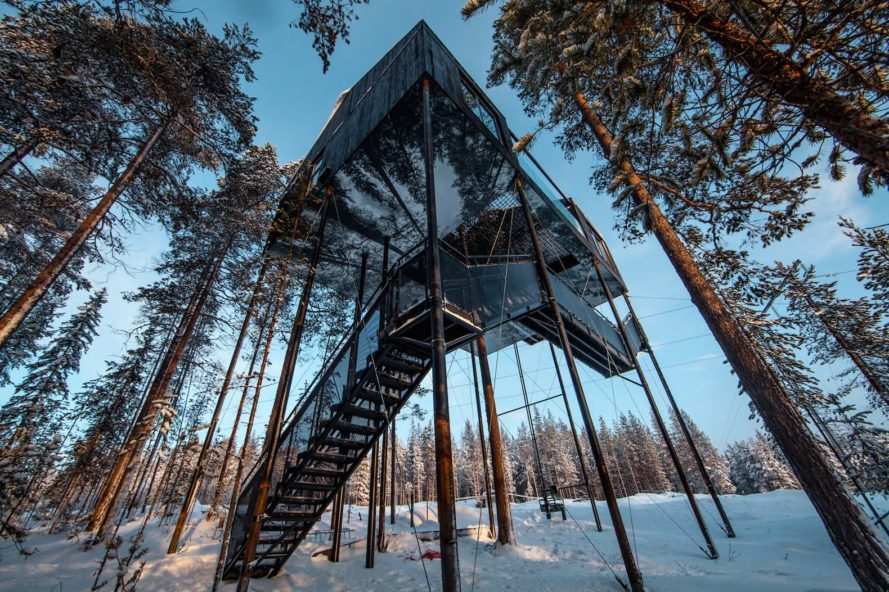 7th room in treehotel, 7th room by Snøhetta, Treehotel northern lights, Snøhetta and Treehotel, Treehotel in Sweden, elevated timber cabin in the forest,