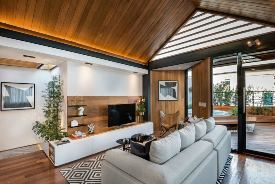 ANA arquitectura, hut in the sky, rooftop gardens, green rooftops, small spaces, tiny homes, deck design, rooftop gardens, santo domingo architecture, interior design, wood siding, garden spaces,
