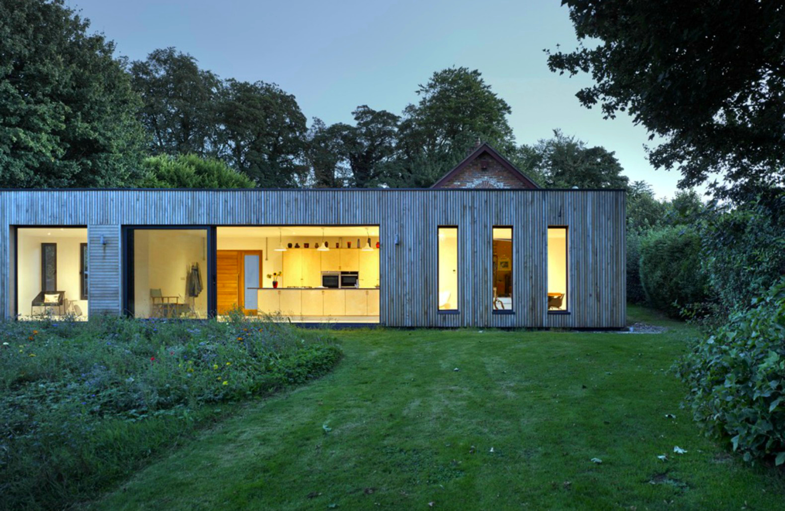 Architects transform 18th century barn with seamless