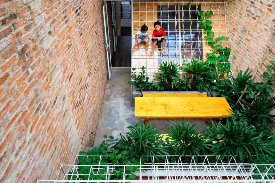 Block Architects, lee and tee house, home renovation, HoChiMinh City homes, HoChiMinh City architecture, white frames, brick walls, natural light, home renovation vietnam, urban design, steel building material, green design, green home renovation, vertical garden