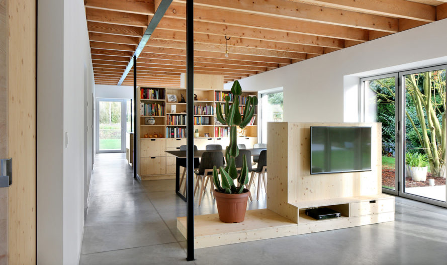 Bunga LOW, Urbain Architectencollectief, renovated bungalow, Belgium, timber cladding, green renovation, green architecture, storage space, steel, insulation