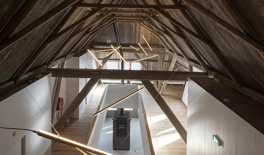Eek en Dekkers, renovated farmhouse, farmhouse, green renovation, green architecture, hipped roof, agricultural architecture, the Netherlands, brick walls, wooden roof, historic building, meeting place
