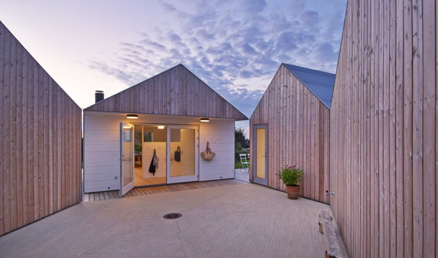 Summer house, Denmark, Jarmund/Vigsnæs Arkitekter, summerhouse, pitched roof, green architecture, aluminium, courtyard, gable, corrugated metal