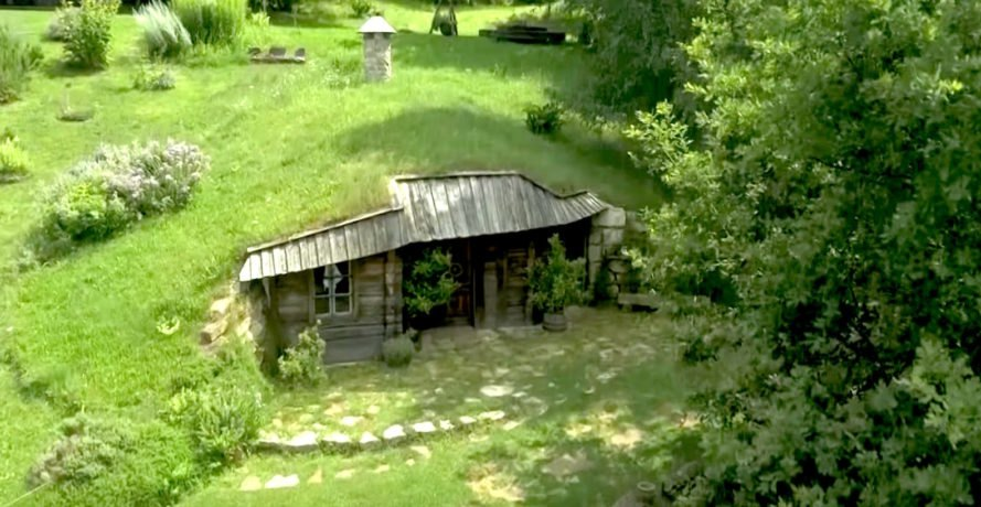 Teahouse by Danica and Jože Kolarič, green roofed tea room, tea room hobbit style, hobbit house inspired architecture, hobbit like architecture, Ambienti Slovenia hobbit house