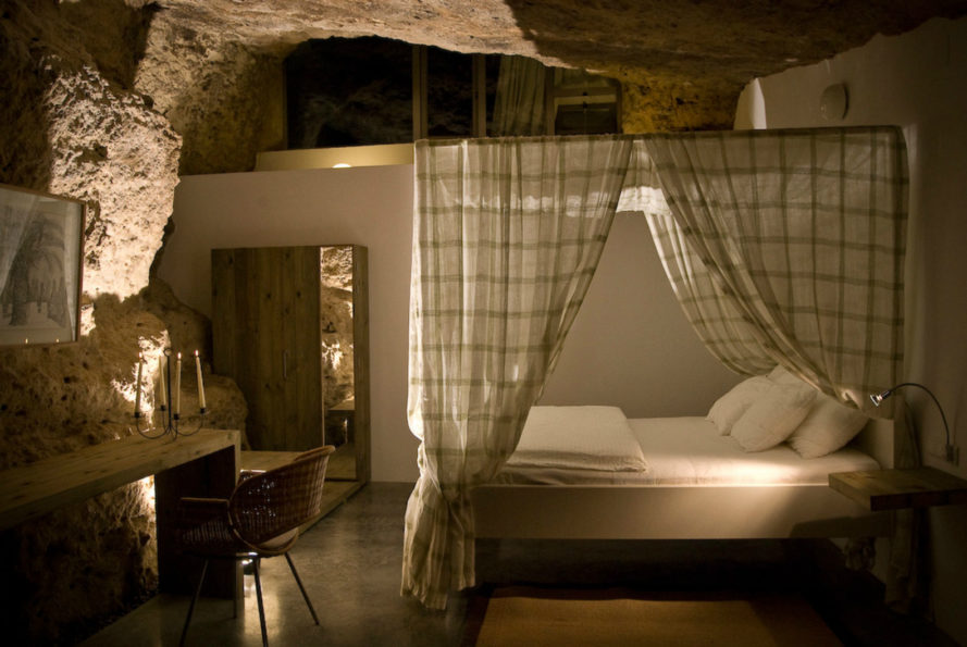 House Cave, UMMO Estudio, cave homes, Cuevas del Pino estate, rural housing, spanish cave houses, cave dwellings, nature-inspired architecture, spanish architecture, earth-rammed homes, green design, Córdoba cave home, green design, sustainable design, natural building materials