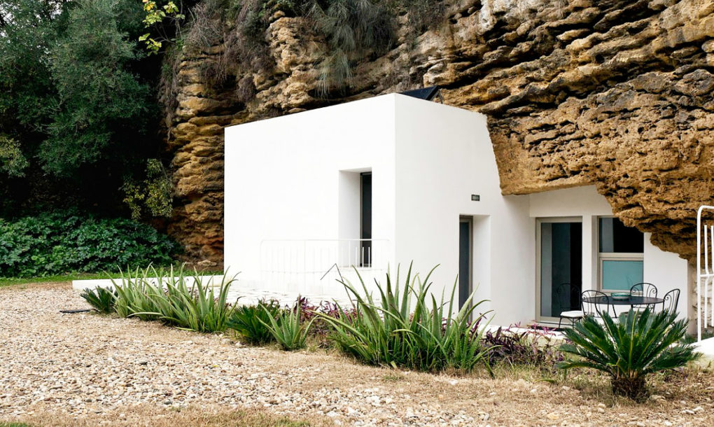 Seismically Safe Cave Home In Spain Replaces Informal