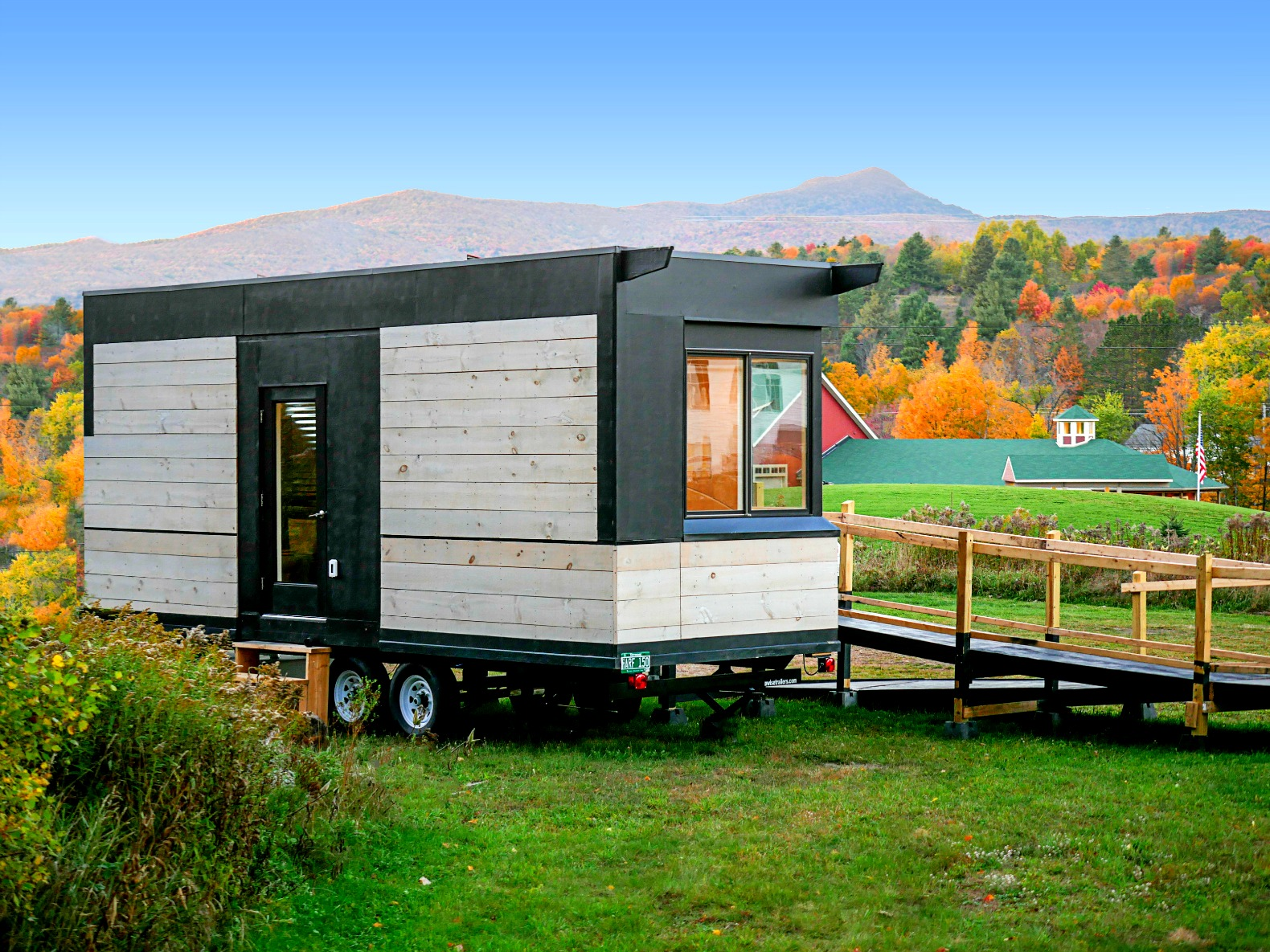 Wheelchair friendly wheel pad tiny house proves universal for Tiny home architects