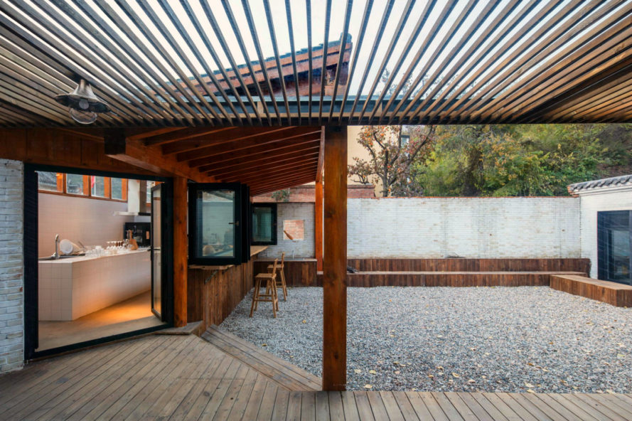 DL Atelier, Yi She Mountain Inn, wooden homes, green roof, chinese architecture, mountain retreats, mountain inns, off the grid escapes, locally-sourced materials, green materials, green building, chinese retreats, locally sourced bricks, green rooftop