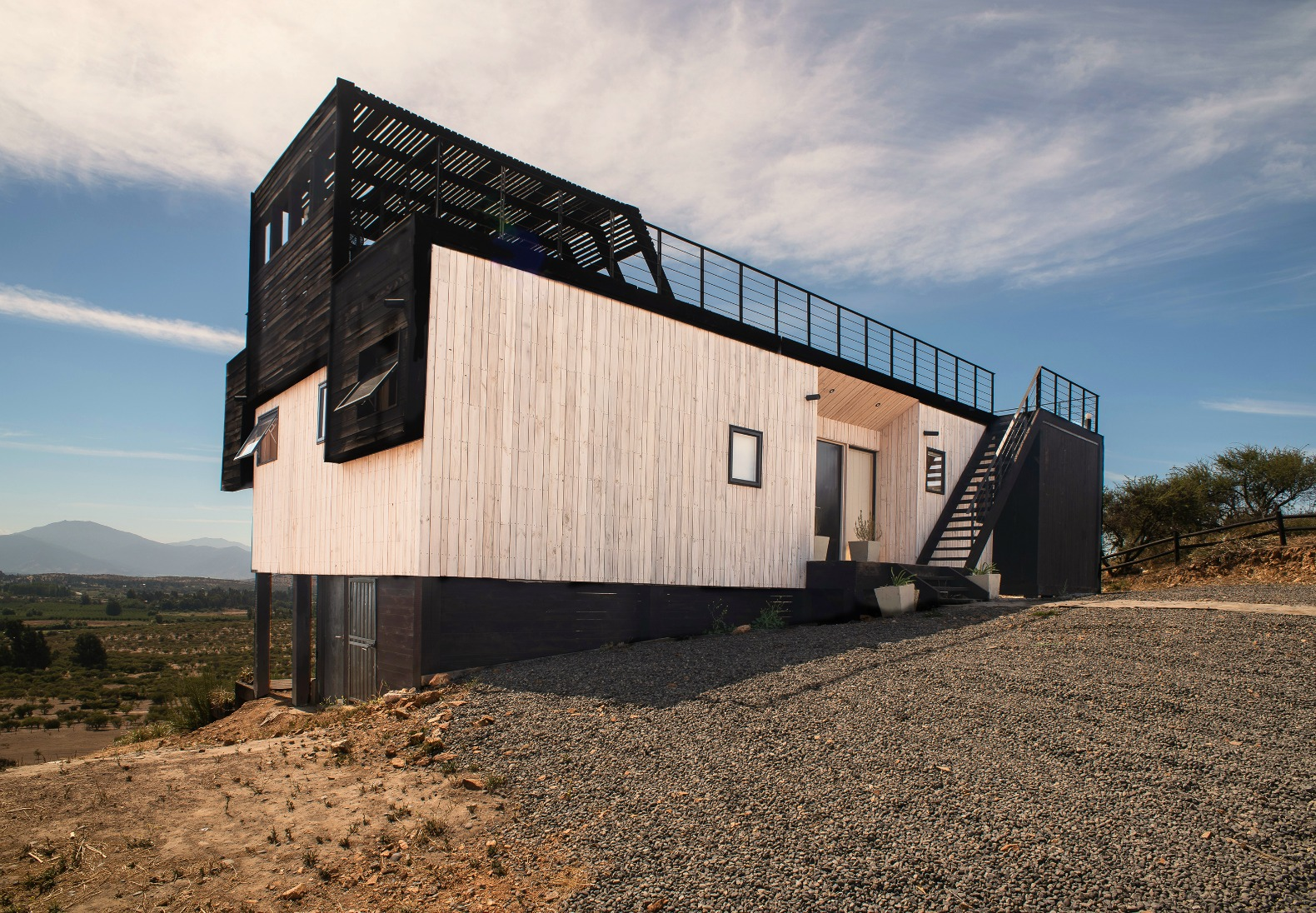 Folding House In Chile Allows Owners To Control The