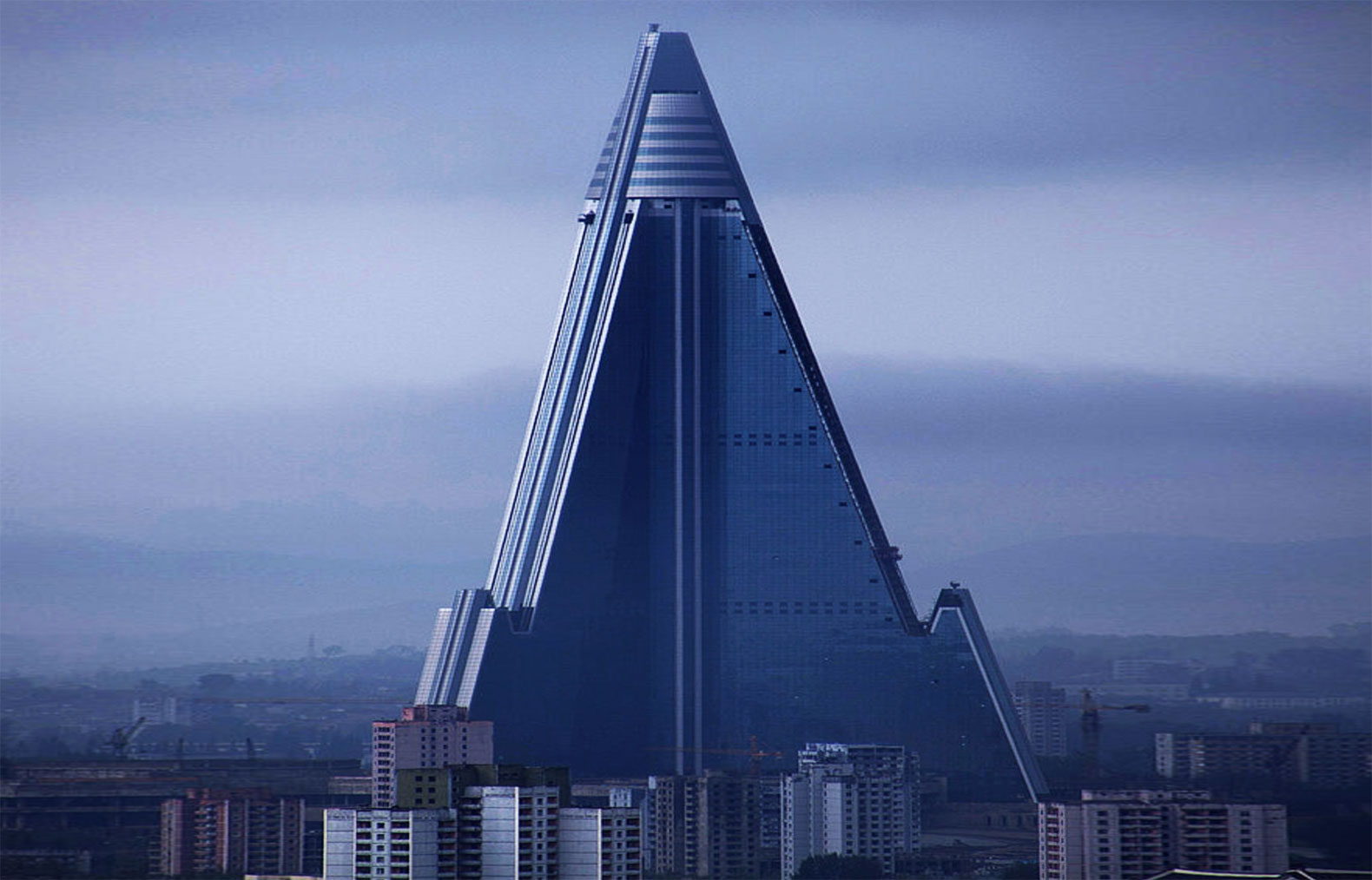 North korea s hotel of doom is the world s largest for Tallest hotel in the world