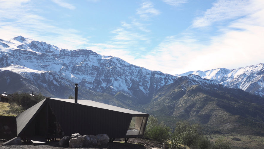 RF C9 by Gonzalo Iturriaga, alpine architecture by Gonzalo Iturriaga, alpine architecture in Chile, contemporary alpine architecture, blackened pine cabin, modern alpine cabin, mountaineer refuge in San Esteban, RF C9 in Chile, RF C9