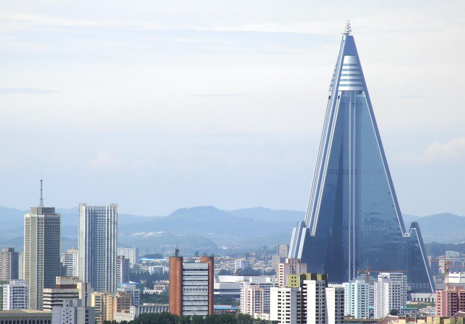 Ryugyong-hotel-of-doom-4.jpg