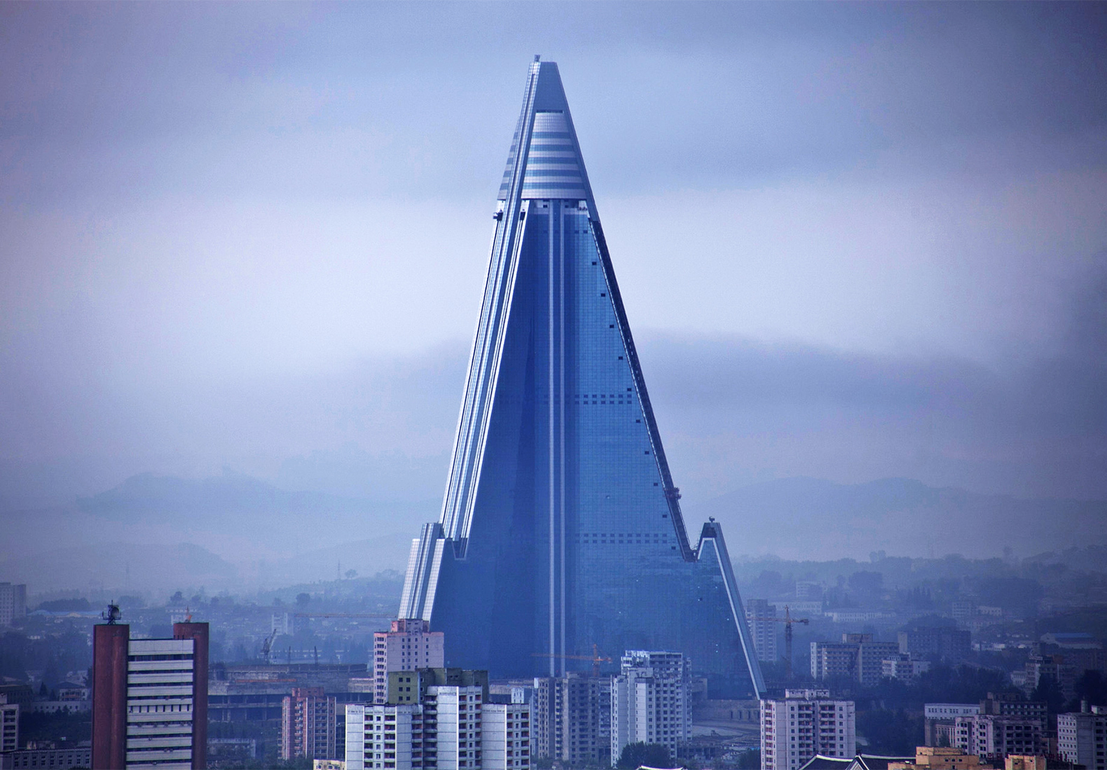 Ryugyong-hotel-of-doom-6.jpg