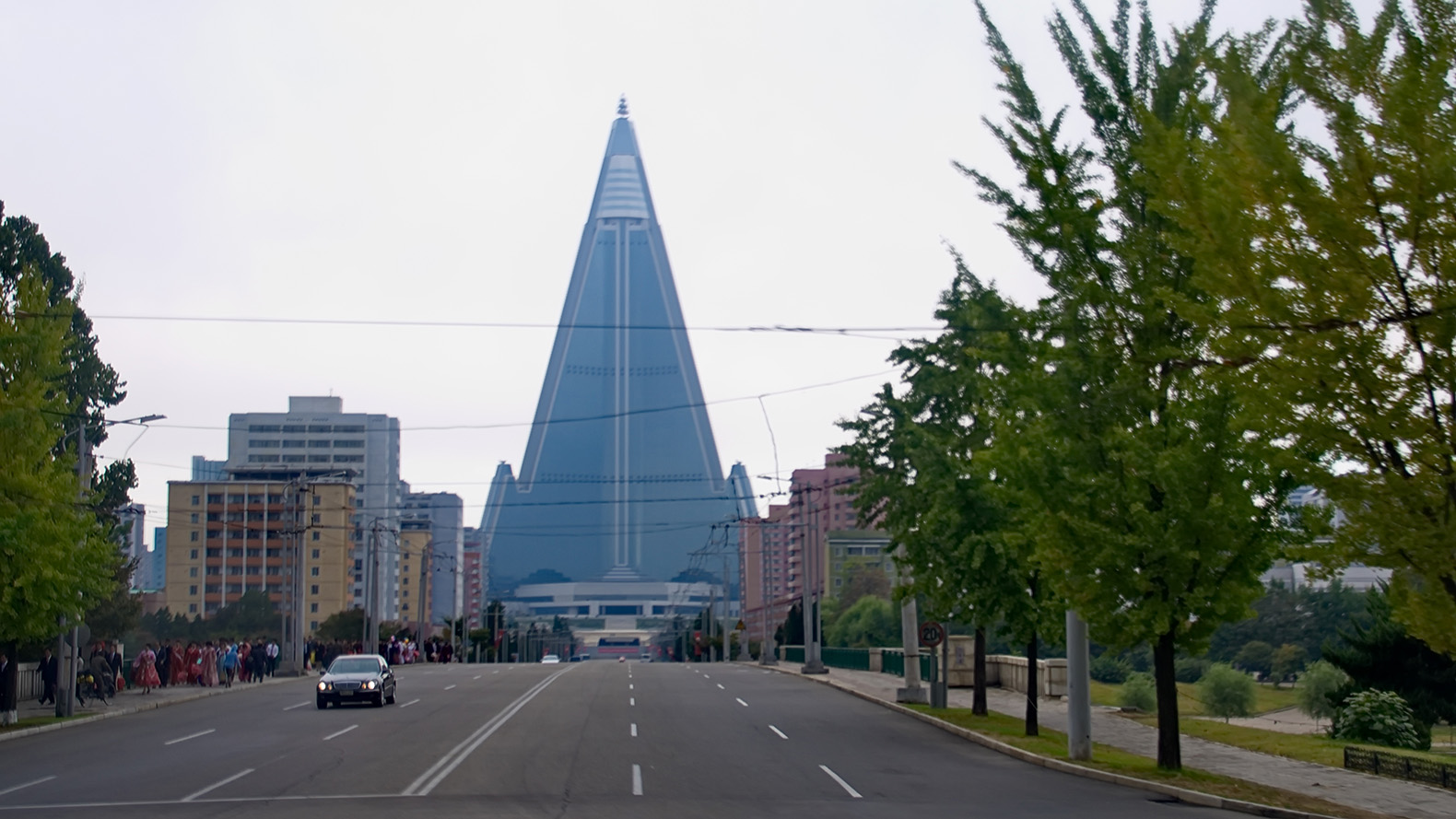 North korea s hotel of doom is the world s largest for Design hotel korea