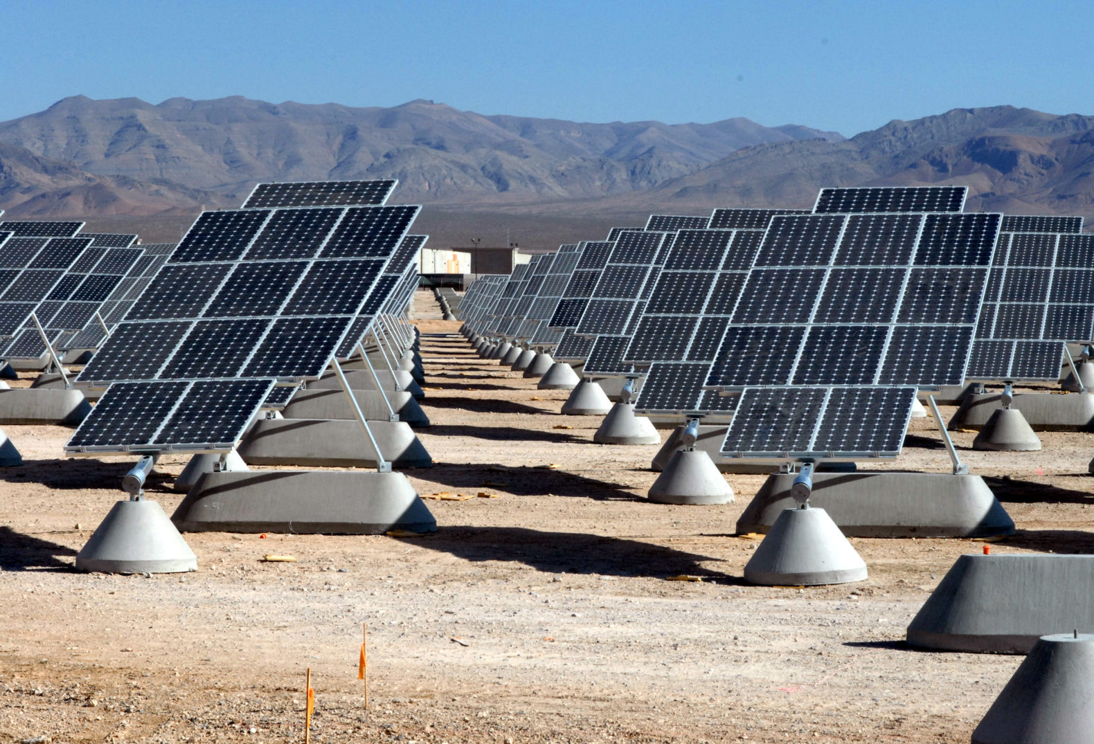 Electric cars and solar power could freeze fossil fuel growth by 2020