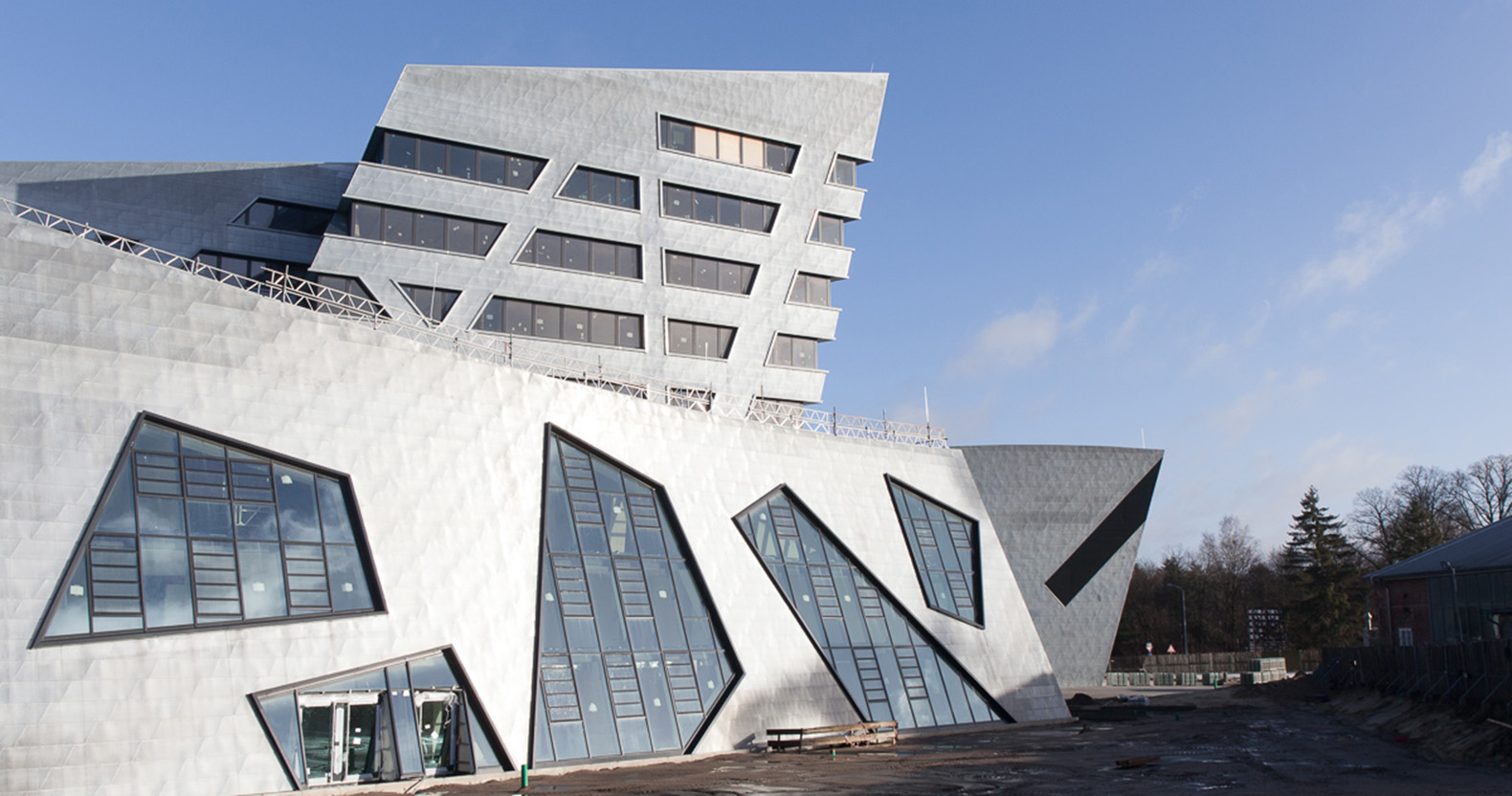 Students collaborate with starchitect daniel libeskind to for Daniel libeskind architectural style