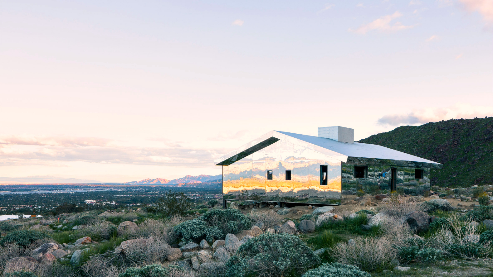 Artist Doug Aitken builds mirror-covered \'Mirage\' house smack dab in ...