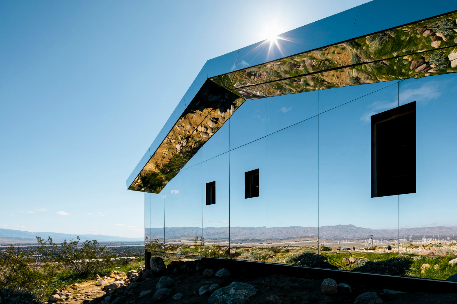Artist Doug Aitken Work Has Installed A Completely Mirror Clad House In The Middle Of California S Coaca Valley Mirage Which Is Modeled After