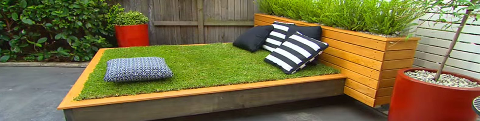 Diy garden guru makes outdoor grass daybed out of wood pallets diy garden guru makes outdoor grass daybed out of wood pallets inhabitat green design innovation architecture green building solutioingenieria Choice Image