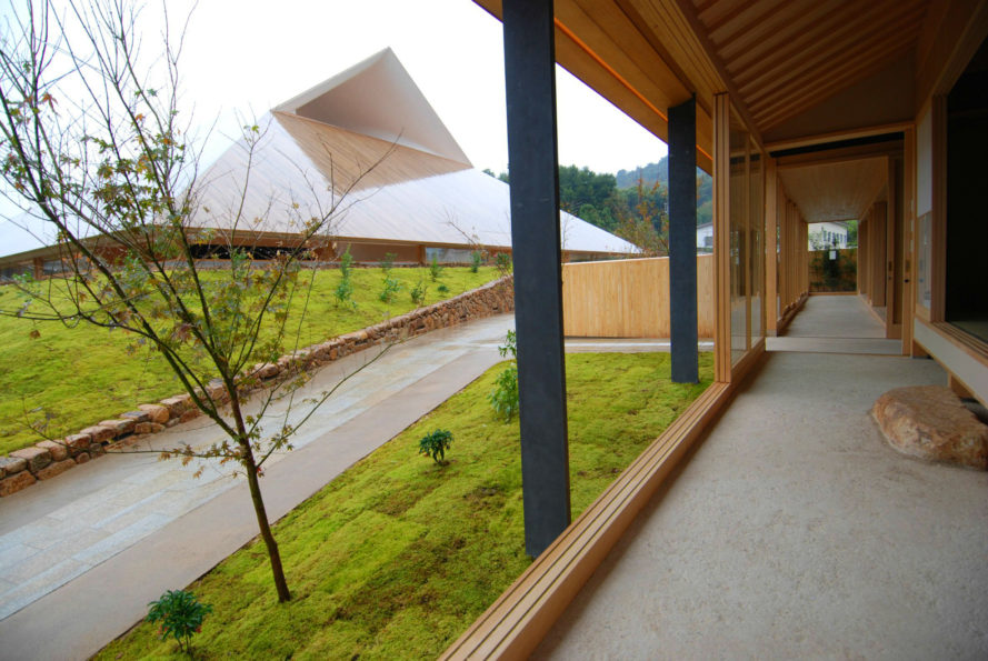 Sambuichi Architects, Hiroshi Sambuichi, naoshima hall community center, japanese architecture, Naoshima community center, japanese design, sculptured roofs, roof design, vernacular architecture, wooden roofs, natural materials, hipped roof, japanese community center, earthen flooring, adobe clay,