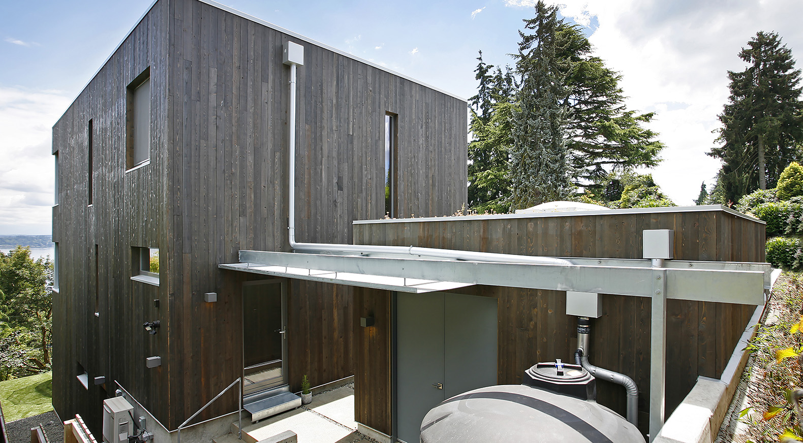 Electrical Power To Shed In Seattle Not Lossing Wiring Diagram Outbuilding Subpanel Ultra Green Madrona Passive House Marries Aesthetics And Rh Inhabitat Com A New