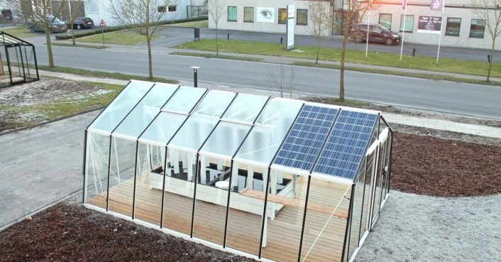 Solar-powered aquaponic greenhouses grow up to 880 lbs of produce each year
