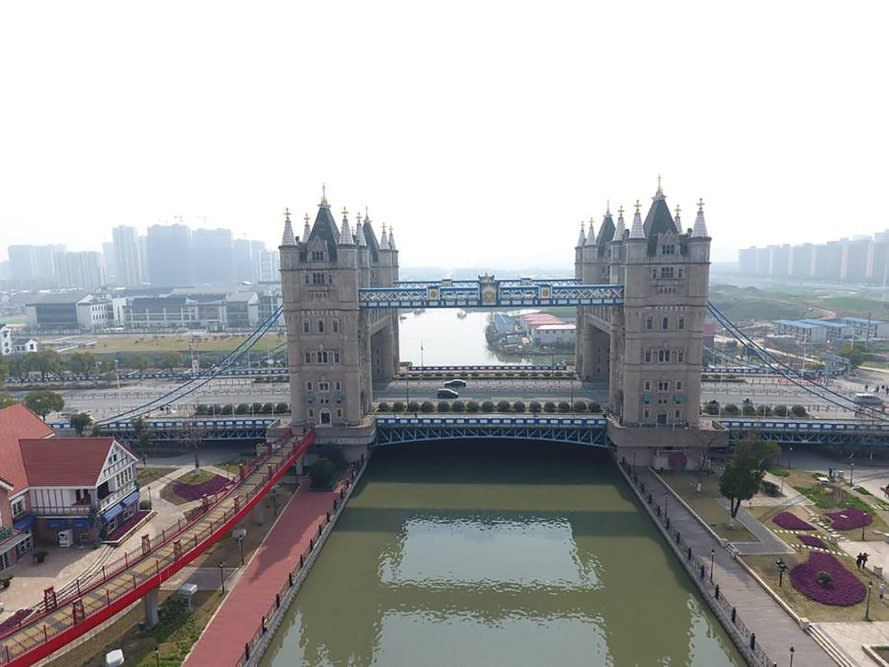 Copycat tower bridge in china sparks controversy for Architecte tower bridge