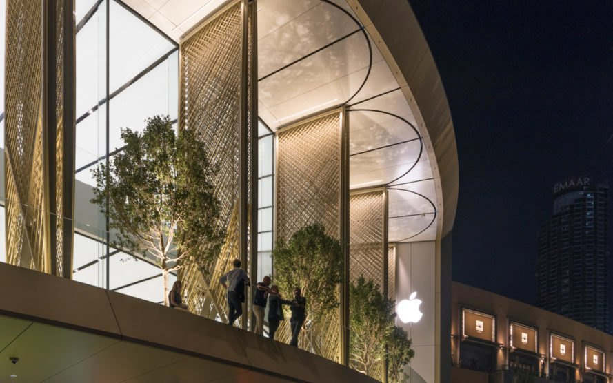 Apple Dubai Mall, Apple Dubai Mall by Foster + Partners, Apple in Dubai, Apple solar wings store, kinetic artwork Apple store, world's largest kinetic art installation, Foster + Partners apple store design