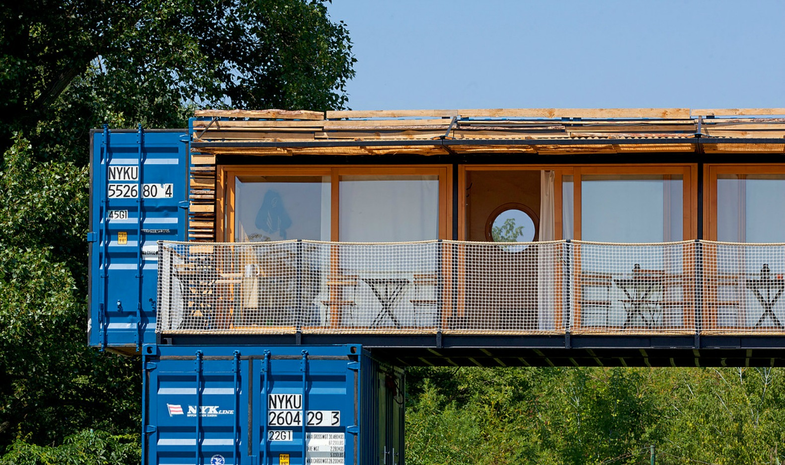 This amazing shipping container hotel can pop up anywhere for Habitat container