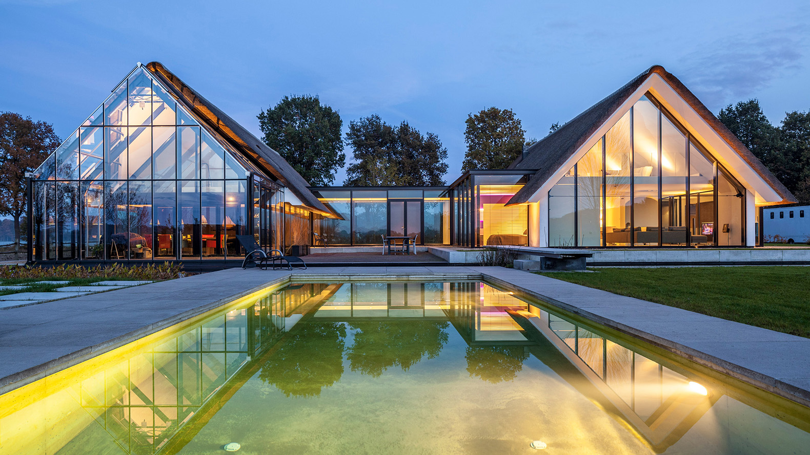 This gorgeous greenhouse like home in the netherlands for Greenhouse architecture design